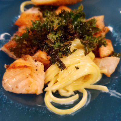 Matpodden - Kremet pasta med laks og grønnkål